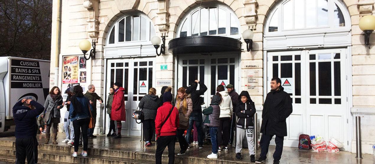 6 familles sans abri devant le Kursaal à Besançon