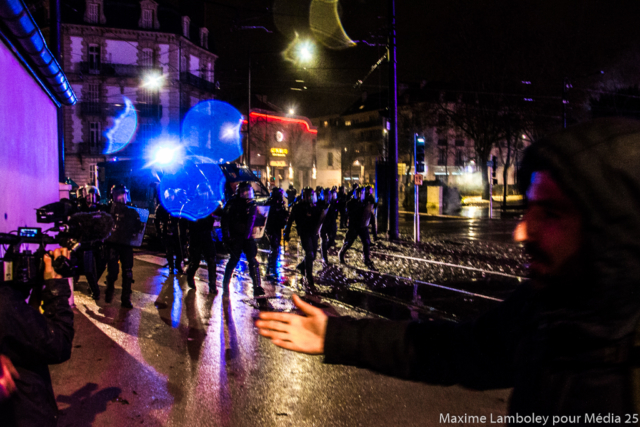 08 12 18 Dijon - Acte IV des Gilets Jaunes - Photo reportage auprès des Street medics