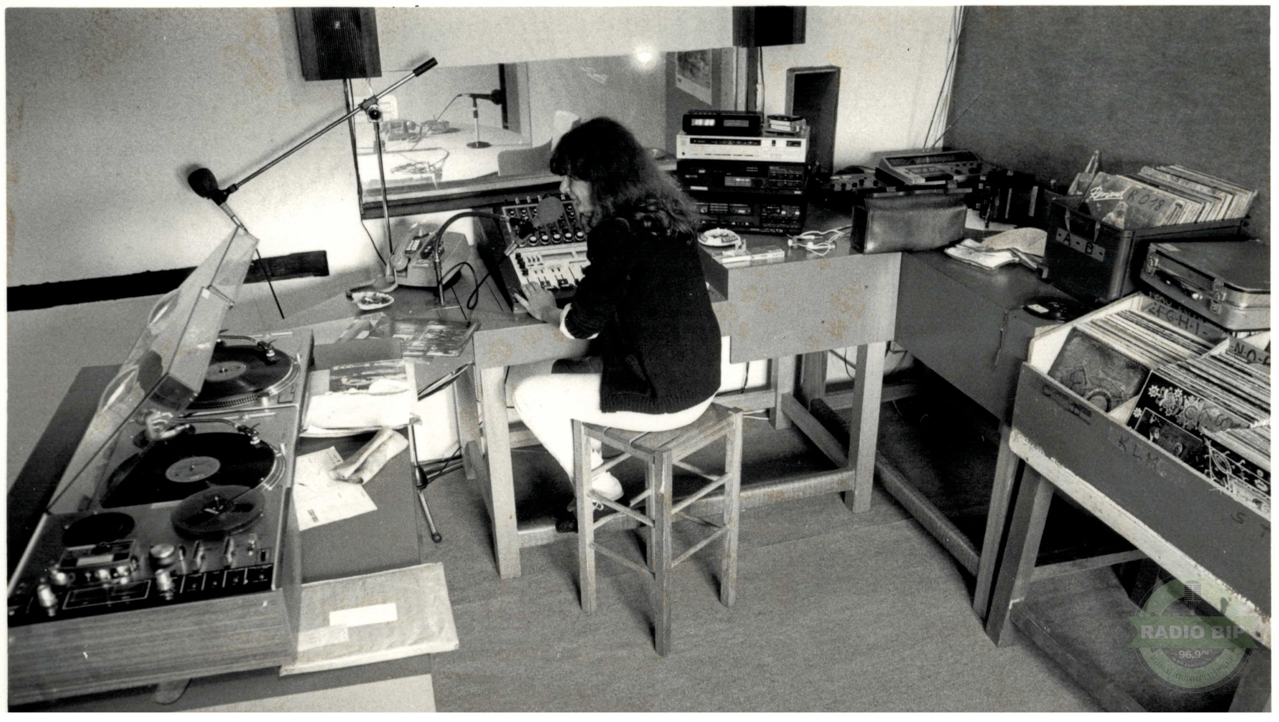 Christine Relange dans l'ancien studio de Radio BIP en 1987