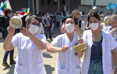 """Vidéo: Des moyens pour l'hôpital et colère contre """"Le Ségur de la Santé"""" à Besançon"""