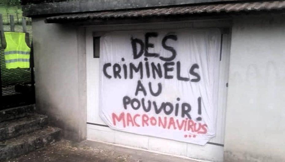 Jura: convoqué au tribunal pour une banderole «macronavirus.»