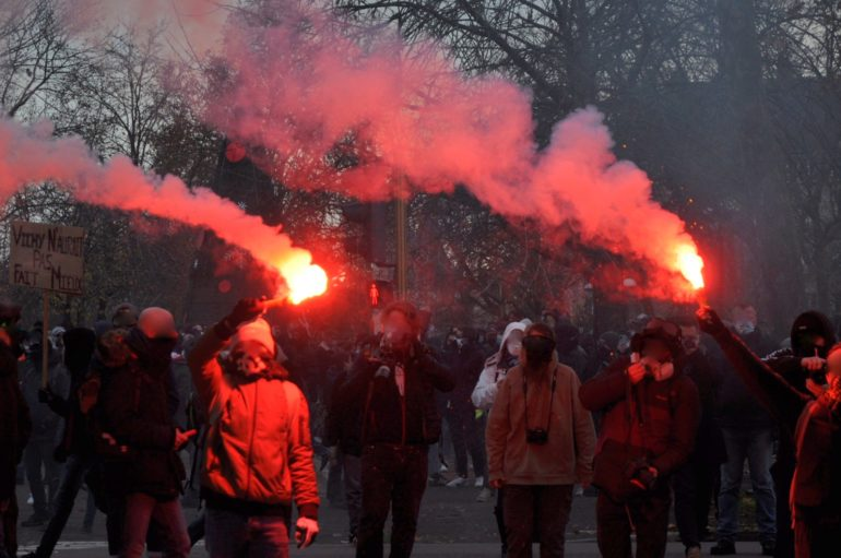 Dijon : de l'objection à l'affrontement, 2 000 manifestants contre la loi « sécurité globale »