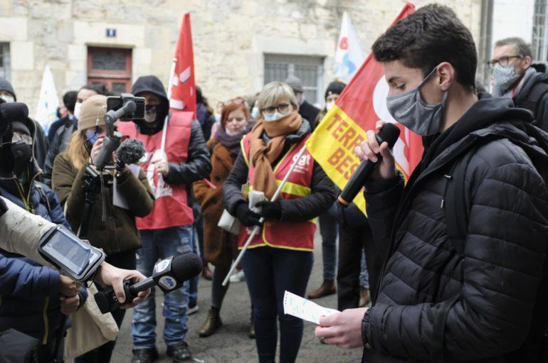 Besançon : des salles de classes à la rue, la colère s'affirme dans l'éducation