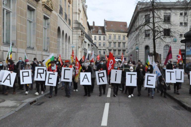 «La précaritétue »: à Besançon, la mobilisation cible la gestion de crise.