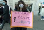 Vidéo: manifestation pour la journée de lutte pour les droits de femmes