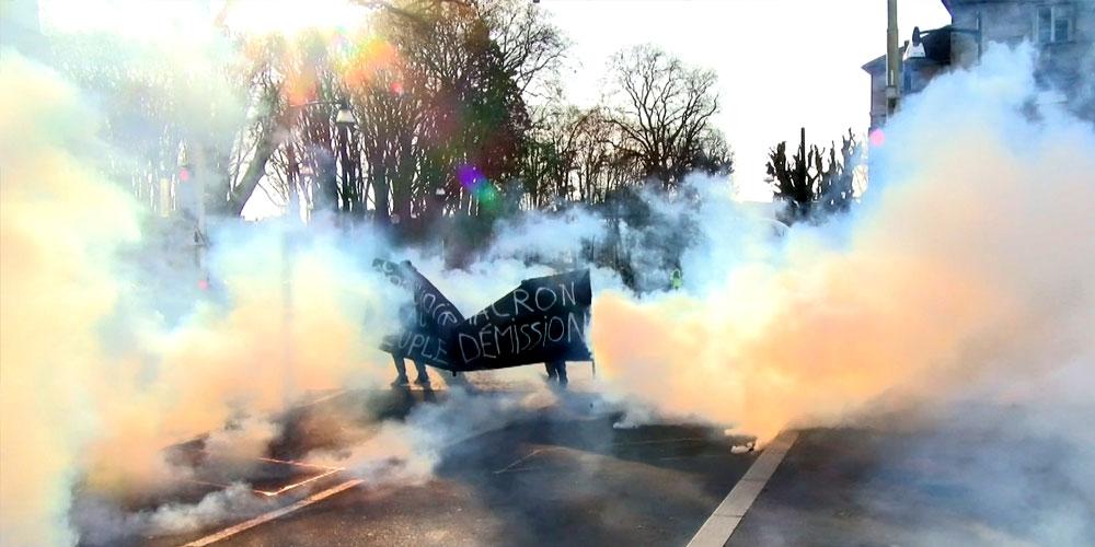 Manifestants dans le gaz lacrymogene à Besançon / Copyright Emma Audrey / Radio BIP / Média 25