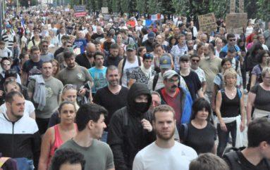 Besançon: 3 000 manifestants anti-pass sanitaire défient la Préfecture